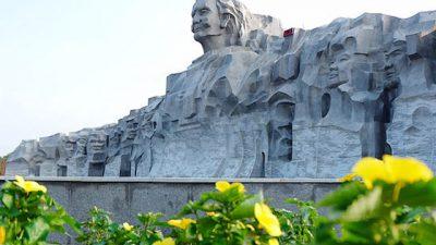 Tượng đài Bà mẹ Việt Nam anh hùng